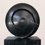 Spirale à la terre, 1998, marbre de St-Triphon, 87 x 73 x 25 cm
