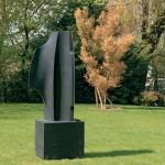 Sous ton aile, 2008, granit d'Inde, 210 x 70 x 45 cm