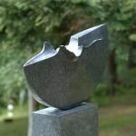 La mémoire et la mer, 2004, granit d'Afrique, 150 x 86 x 13 cm