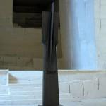 Vers le ciel II, granit d'Afrique, 400 x 70 x 80 cm