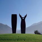 Le grand couple, 2001, granit d'Afrique, 400 x 100 x 35 cm