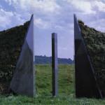 Passage, 1990, granit noir d'Afrique, 333 x 700 cm