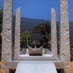 Table du repos, granit blanc de Chine, 255 x 190 x 438 cm