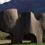 Le gardien, pierre de Collonges, 200 x 400 x 80 cm