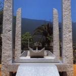 Table du repos, 1991, granit blanc, 255 x 438 x 190 cm, Ville de Mure-Aji, Japon