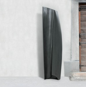 A l'intérieur, Granit d'Inde, 2015, 180 x 50 x 50 cm