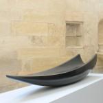 Barque au départ, 2010, Granit d'Inde, 30 x 176 x 30 cm