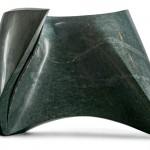 Blessure sous l'aile droite, Serpentine, 2012, 47 x 69 x 37 cm