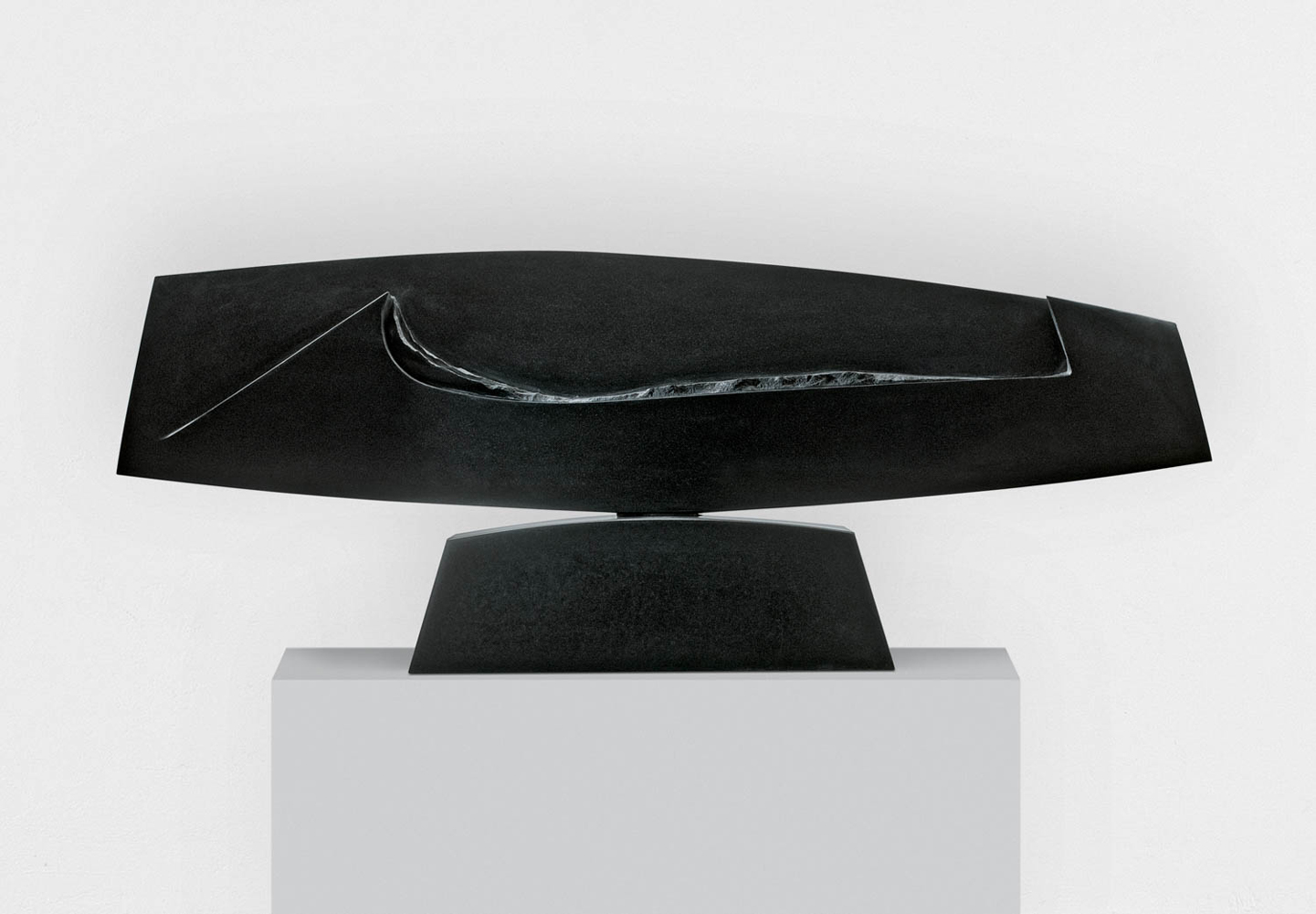 Dans la vague 1, Granit d'Inde, 2011, 53 x 140 x 15 cm