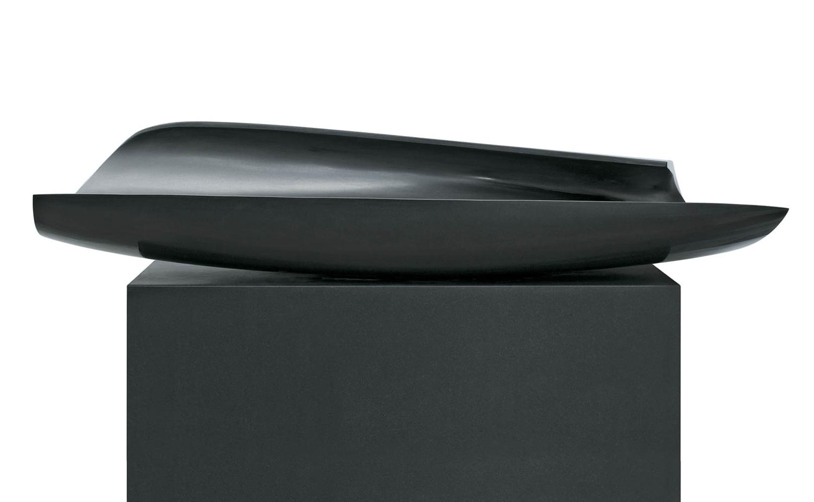 Dans la vague 4, Granit d'Inde, 2013, 30 x 132 x 50 cm